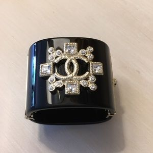Black Resin Cuff with Crystal-Embellishments